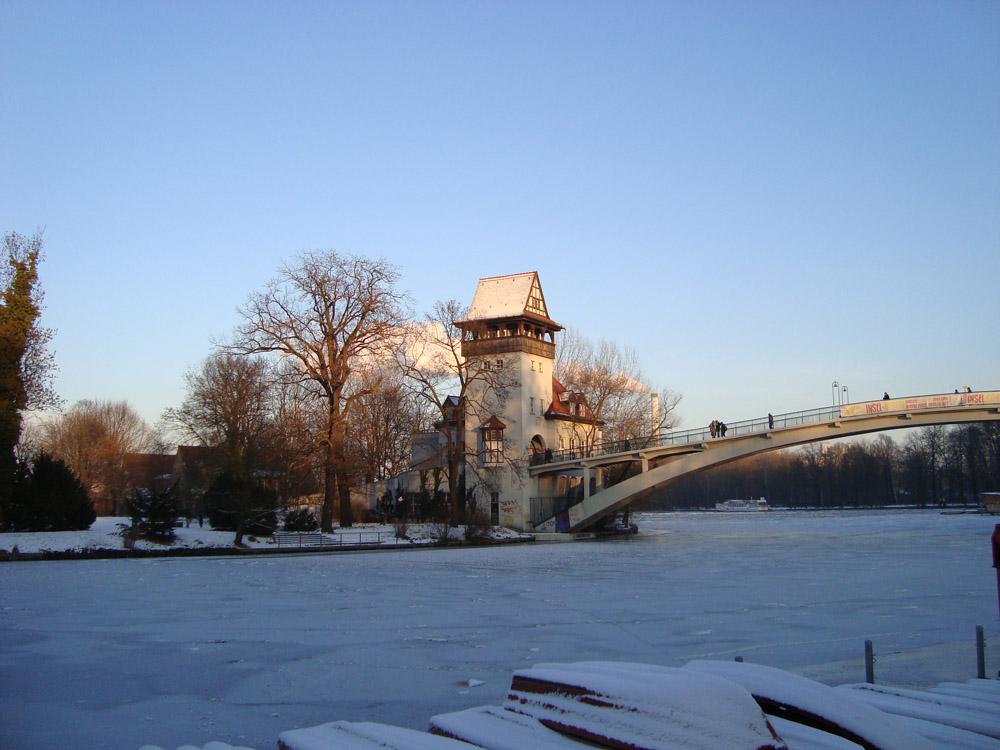 Insel im Treptower Park im Winter
