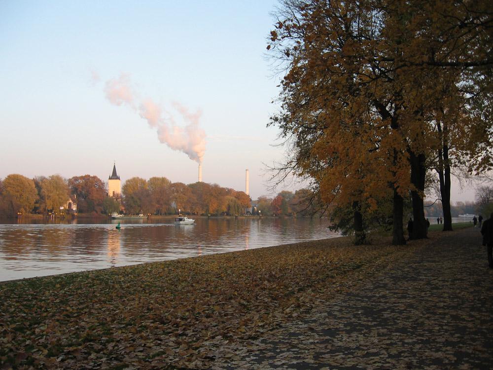 Treptower Park im Herbst