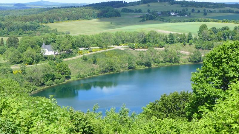 Großartiger Ausblick auf das Weinfelder Maar