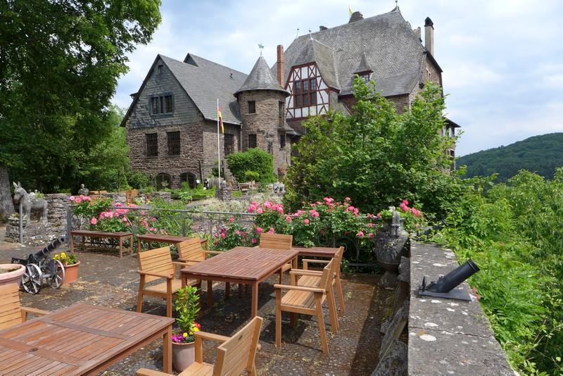 Burg Arras mit Café