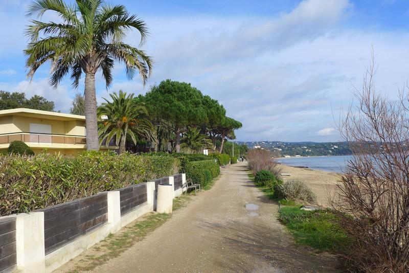 Weg am Strand
