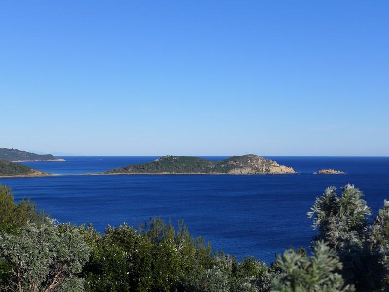 Grandiose Aussicht vom Cap Lardier auf das Cap Taillat