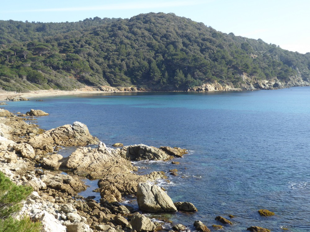 Schöne Bucht am Küstenwanderweg