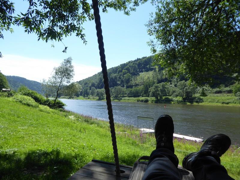 Entspannung auf der Baumschaukel