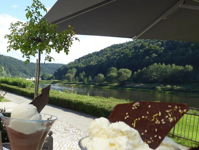 Eisbecher im Café Richter in Schmilka