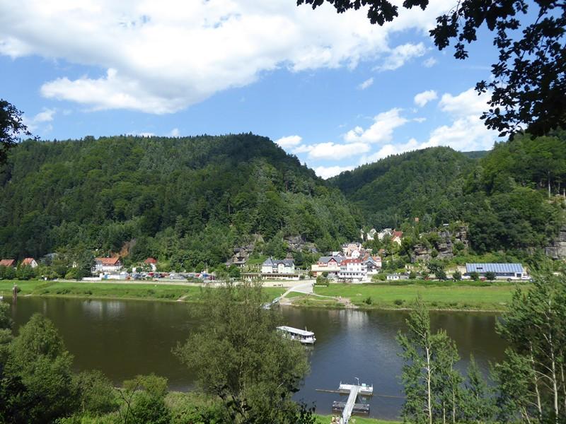 Blick auf Schmilka über Elbe